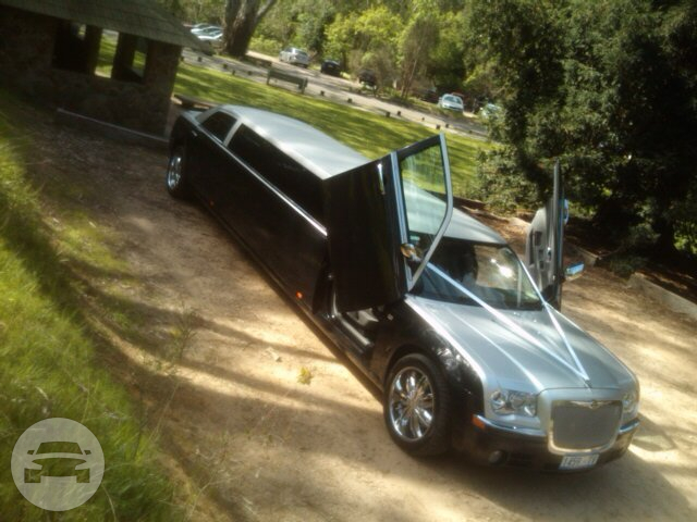 Chrysler 300C Stretch Limo  / Waratah West NSW 2298, Australia   / Hourly AUD$ 350.00