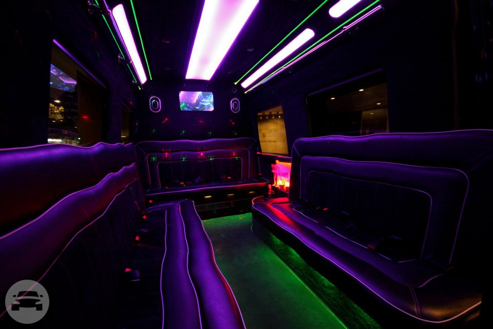 Mercedes Bez Limousine Cruiser Limo / Noosa North Shore QLD 4565, Australia   / Hourly AUD$ 650.00