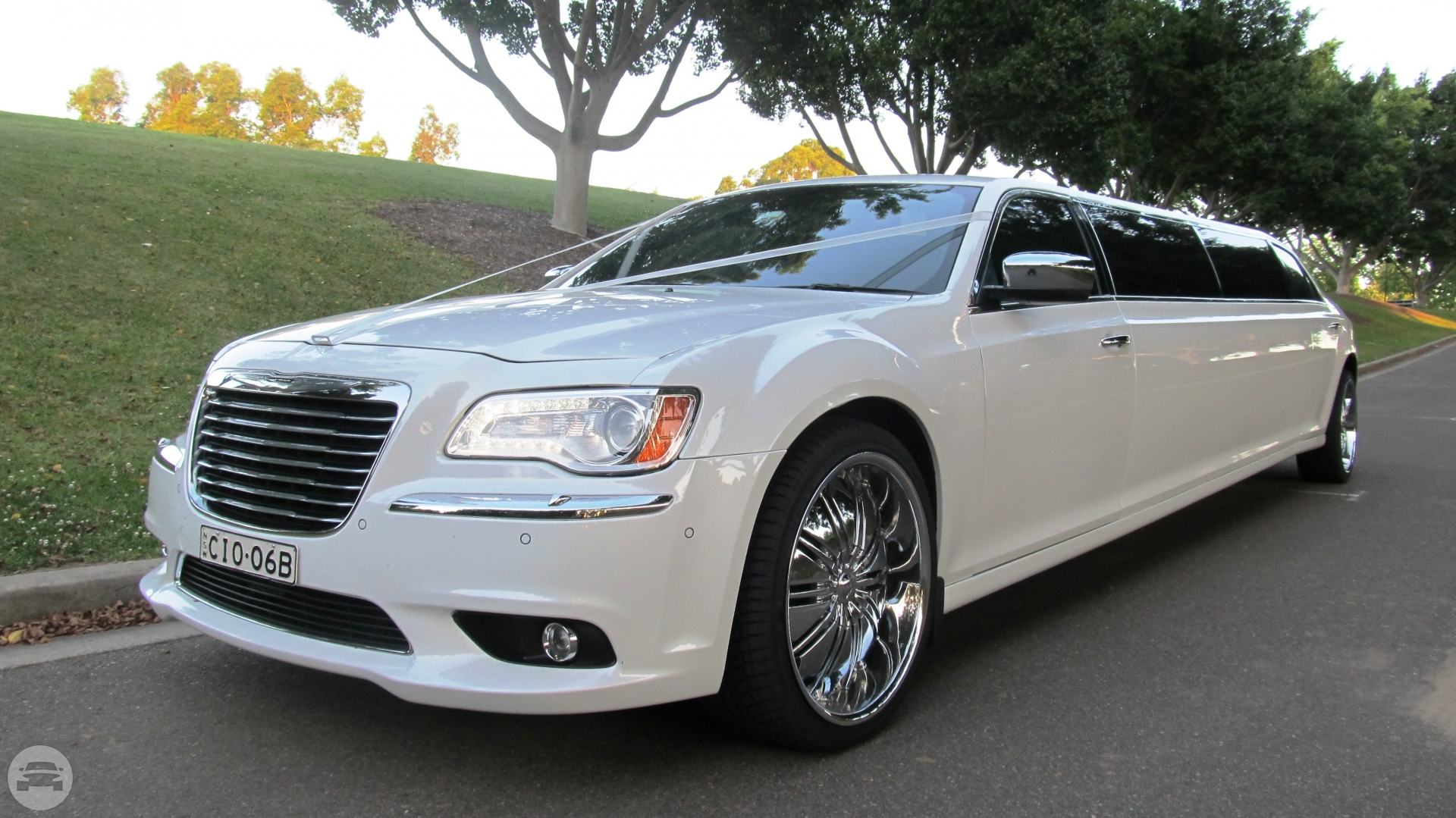 12 seater Chrysler 300C Limo / Dickson ACT 2602, Australia   / Hourly AUD$ 0.00